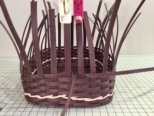 エコクラフトかごバッグを編む追いかけ編み